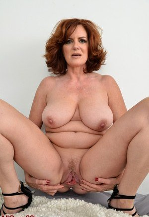 Good old fashioned naked milf